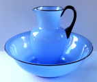 Velká mísa a džbán, z modrého opálového skla - Loetz  (1).JPG