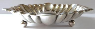 Stříbrná mísa ve tvaru květu (1).JPG