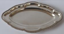 Stříbrný oválný tác, reliéfní okraj (3).JPG