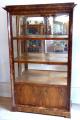 Klasicistní vitrína v ořechové dýze (1).JPG