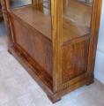 Klasicistní vitrína v ořechové dýze (5).JPG