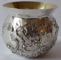 Miska stříbrná s rokokovým reliéfním ornamentem -Hanau (1).JPG