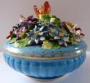 Porcelánová dóza s květy - Drážďany (1).JPG