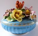 Porcelánová dóza s květy - Drážďany (3).JPG