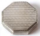 Malá stříbrná osmihranná pudřenka (2).JPG