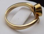Zlatý prsten, s vlnkou a oválným smaragdem (5).JPG