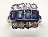 Prsten se čtyřmi modrými safíry a osmi brilianty (2).JPG