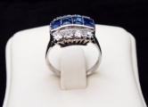 Prsten se čtyřmi modrými safíry a osmi brilianty (3).JPG