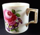 Klasicistní šálek Míšeň, s malovanými květinami (4).JPG
