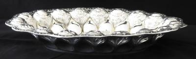 Stříbrná oválná mísa, reliéfní květy - Weinranck & Schmidt, Hanau (5).JPG