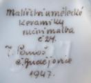 Vázička s pestrým květinovým ornamentem, dětmi - J. Panoš, České Budějovice, rok 1947 (5).JPG