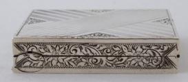 Stříbrná pudřenka se rtěnkou (4).JPG