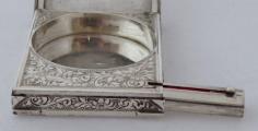Stříbrná pudřenka se rtěnkou (5).JPG