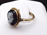 Zlatý prstýnek s kamejí z chalcedonu, říční perličky (2).JPG