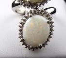 Prsten z bílého zlata, opály a brilianty (2).JPG