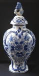 Faience vase with lid - Delft