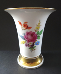 A vase of flowers and gilding - Meissen