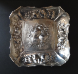 Square silver bowl decorated with fruit