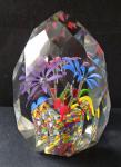 Těžítko ve tvaru krystalu a třemi květy