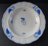 Stoneware plate with blue leaves - Budweis