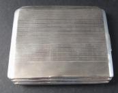Stříbrné pouzdro, s proužky