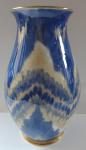 Porcelánová váza s modrým nařaseným vzorem