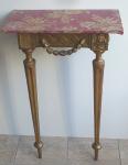 Malý konzolový zlacený stolek