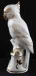Bílý a zlacený porcelánový papoušek