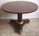 Empírový mahagonový stůl, se zlacenými lvími tlapami