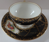Black and gilded coffee cup - Victoria, Altrohlau