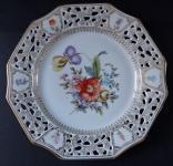 Zlacený talíř s prořezávaným okrajem a květinami - Wunsiedel