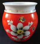 Červený porcelánový hrníček, s květem