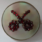 Round brooch with pearl and garnet flowers