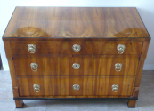 Biedermeier chest of drawers in walnut veneer
