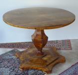 Biedermeierový salonní stůl, se sklopnou deskou