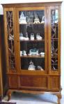 Knihovna s art - dekovými ornamenty