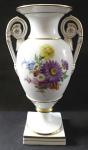 Vázička ve tvaru antické vázy, s květy - Míšeň