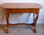 Biedermeier table in cherry veneer