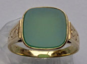 Engraved gold ring with chrysoprase