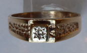 Gold ring with an embossed ornament and diamond