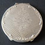 Silver round powder box, engraved with a diamond