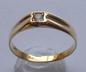 Zlatý prstýnek, čtvercová korunka, safír