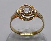 Zlatý prstýnek se spirálou a safírem