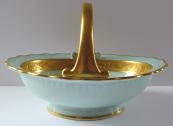Porcelánový košíček se zlaceným ornamentem a úchytem - Gloria