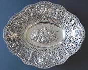 Oválná dekorativní stříbrná mísa, s putti - Adolf Mayer, Frankfurt