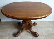 Menší oválný stůl s centrální nohou - pozdní biedermeier