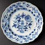 Míšeňský menší talířek, cibulový vzor