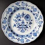 Porcelánový talíř s cibulovým vzorem - Míšeň