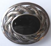 Stříbrná brož, keltský ornament, onyx