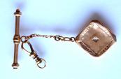Otevírací medailon, přívěsek, a karabina